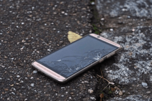 Gazelle Review-What to Expect When Selling Your Phone - Broken Cell Phone